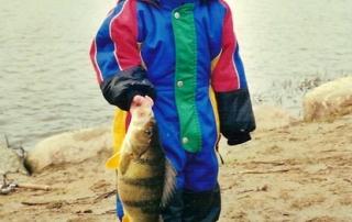 Casper med sin første storaborre, en flot fisk på 1,40 kilo.